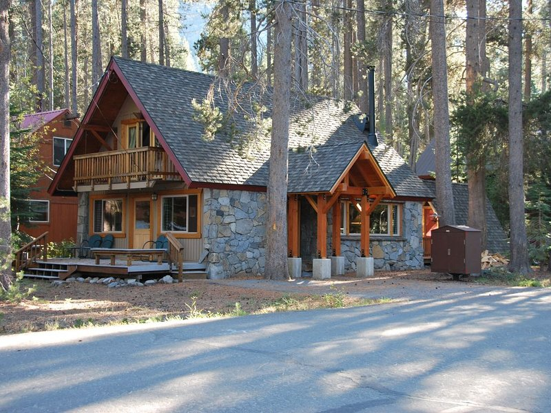 Donner Lake Charmer - West End Stone Cabin, holiday rental in Truckee