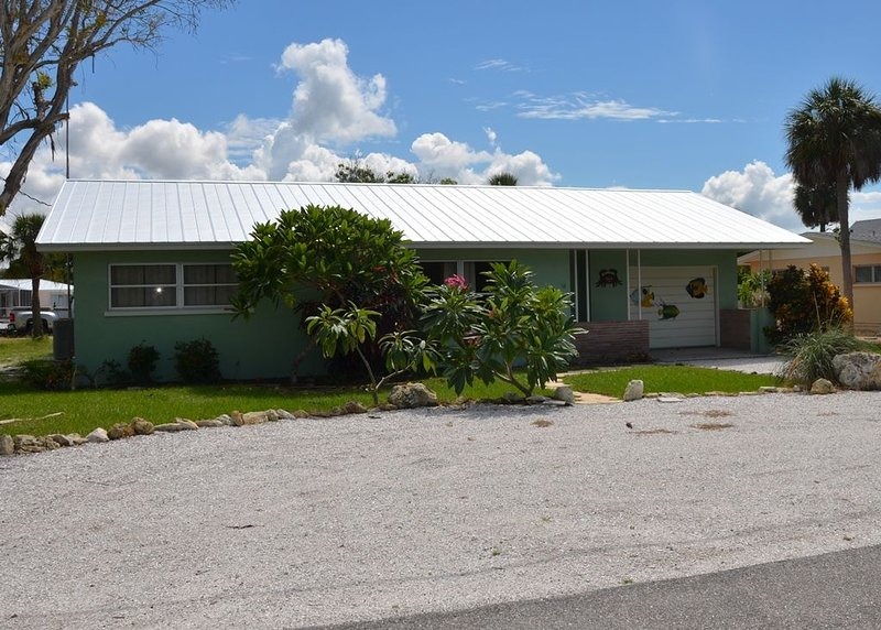 Canal (60 Ft) Front Anna Maria Rental House Great for Boaters, holiday rental in Anna Maria