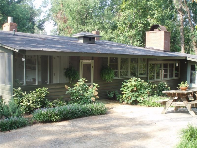 Peaceful Cabin, Convenient to ~GA~ National Fairgrounds, vacation rental in Fort Valley