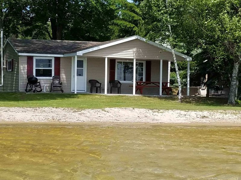 Booking Now for 2021!  Big Platte Lake Hideaway!, holiday rental in Beulah