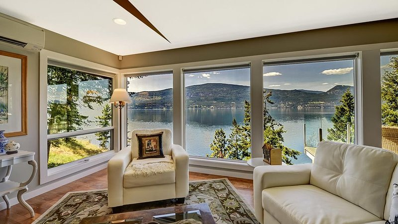 A beautiful private waterfront home., aluguéis de temporada em Vernon