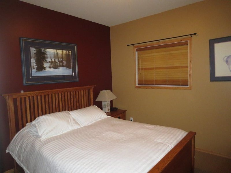 Amazing 3-Bedrm Ski in/ Ski Out/  Golf Condo!Private Hot Tub!, holiday rental in Kimberley