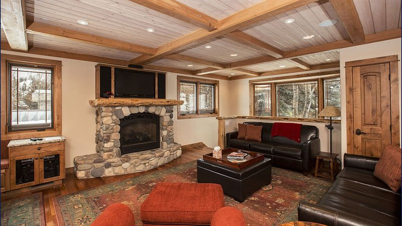 4 Bedroom, 6 Bath, Double Kitchen Mountain View Home in the Heart of Ketchum, vacation rental in Sun Valley-Ketchum