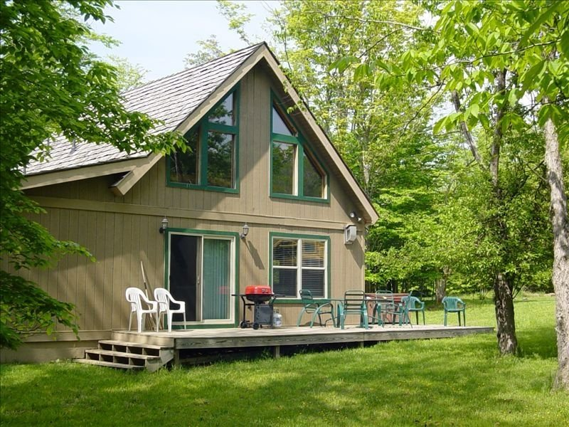 Fabulous Rustic Mountain Cabin a Short Drive to Canaan Valley Slopes!, aluguéis de temporada em Vale do Canaã