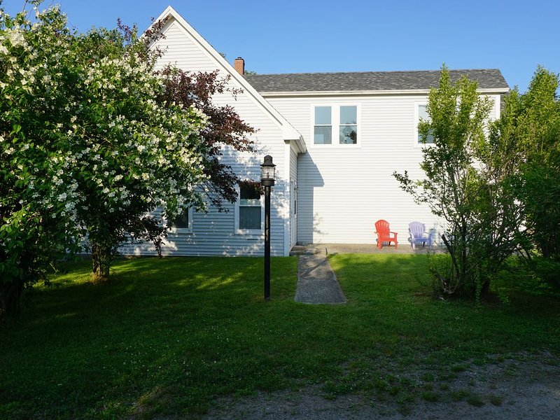 ST. GEORGE/TENANTS HARBOR-- MAINE WATER VIEW W/ COMFORT, holiday rental in Spruce Head