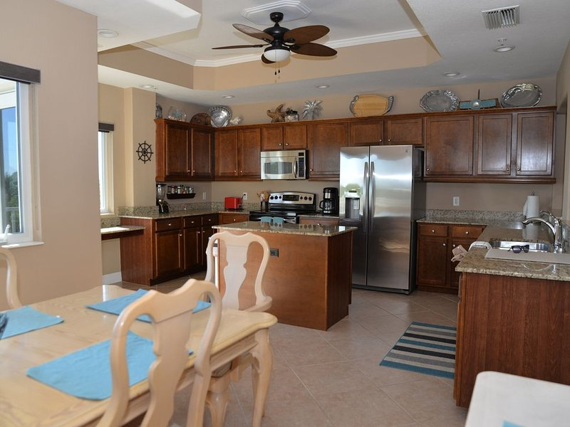Three Bedroom Condo with Elevator and Views of Gulf and Lemon Bay / Boat dock, vacation rental in Englewood