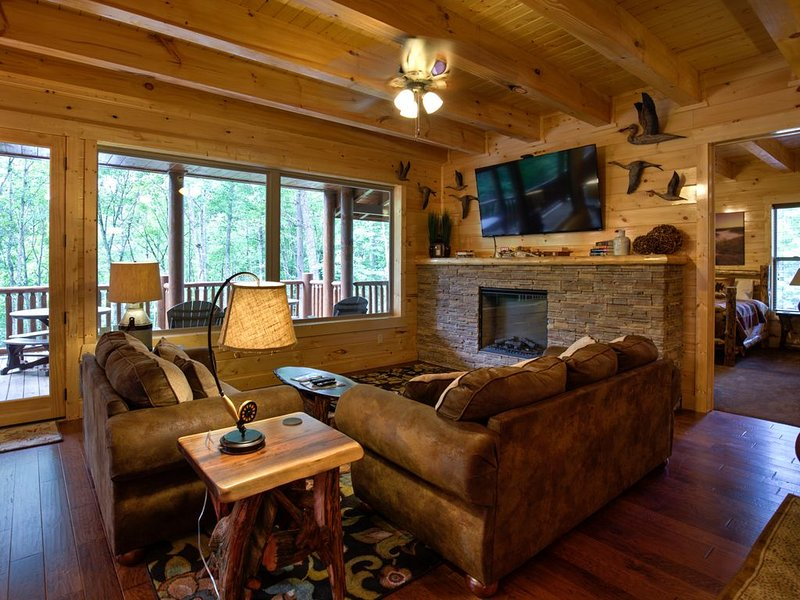 Cliffview Lakeside - 12 BR Lodge at Cliffview Resort - Brand New!, holiday rental in Rogers