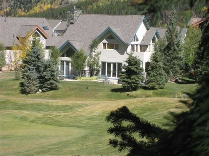 Slopeside 4 Bedroom  Hot Tub - Steps from the Super Bee Lift, holiday rental in Copper Mountain