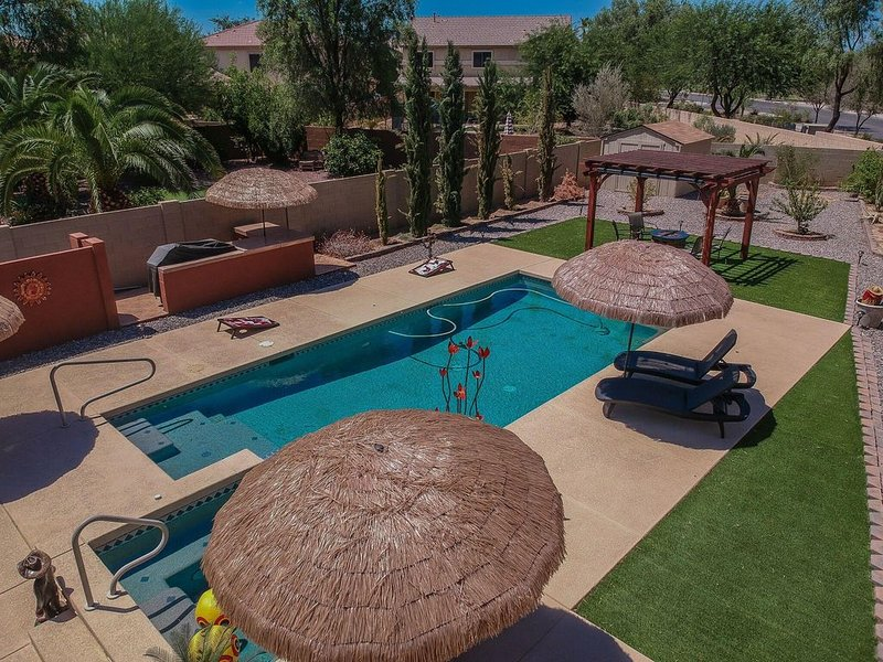 THIS IS WHAT I'M TALKING ABOUT!!!  3BEDROOM, 2BATH, PRIVATE HEATED POOL-add fee, location de vacances à Maricopa