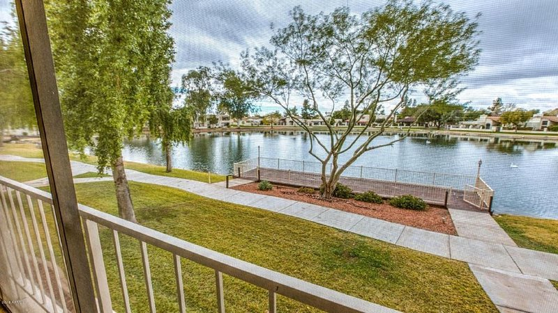 Lakefront Condo with Spectacular Views+Free WiFi, alquiler de vacaciones en Phoenix