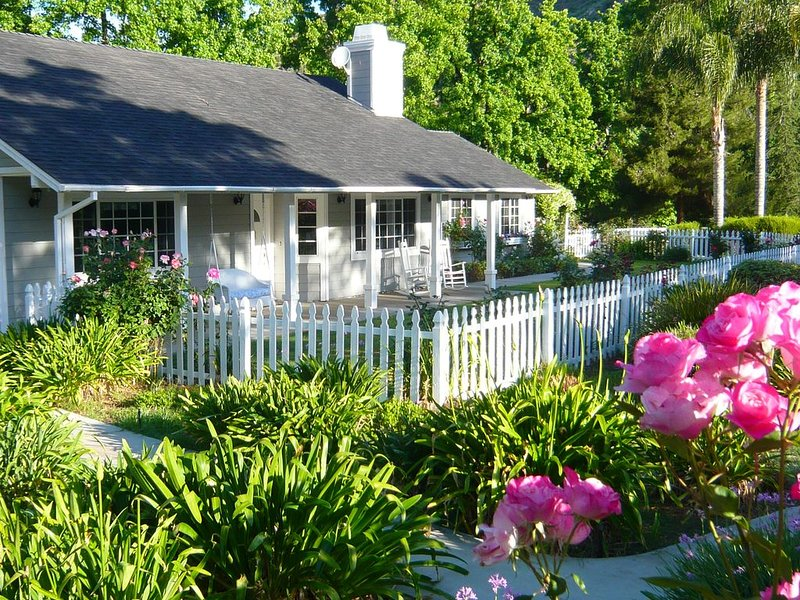 COME TO SAN DIEGO! CHARMING COTTAGE IN PARK-LIKE SETTING - 5 MINS FROM FRWY, location de vacances à Valley Center