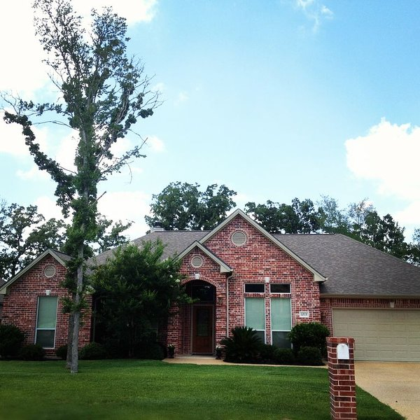 Large 5 Bedroom Custom Home in Aggie-land, Fantastic location, holiday rental in College Station
