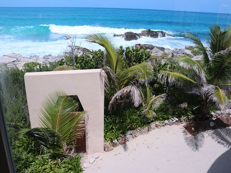Panoramic Views! North Beach Luxury Home: Your Very Own Quiet Piece of Paradise!, holiday rental in Playa Mujeres