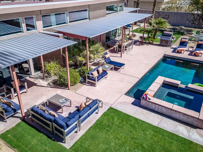 Modern and Zen: This Desert Sanctuary Offers Style and Modern Comfort!, casa vacanza a North Palm Springs