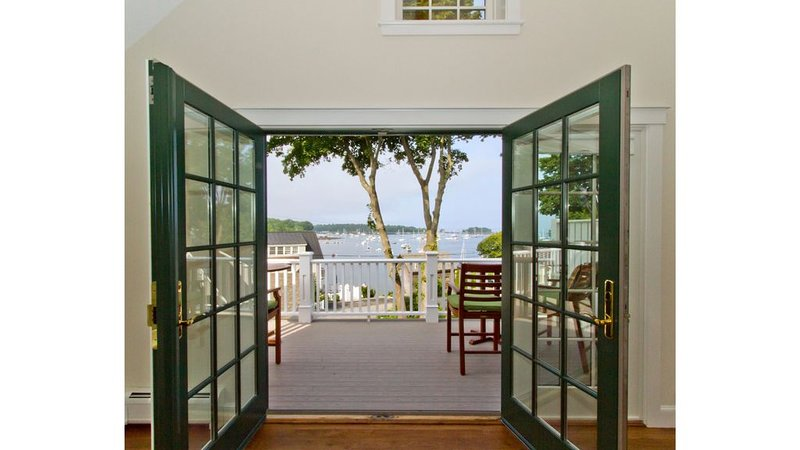 Booming Views Of Camden Harbor, Deluxe Water View Town House With Top Amenities, vacation rental in Hope