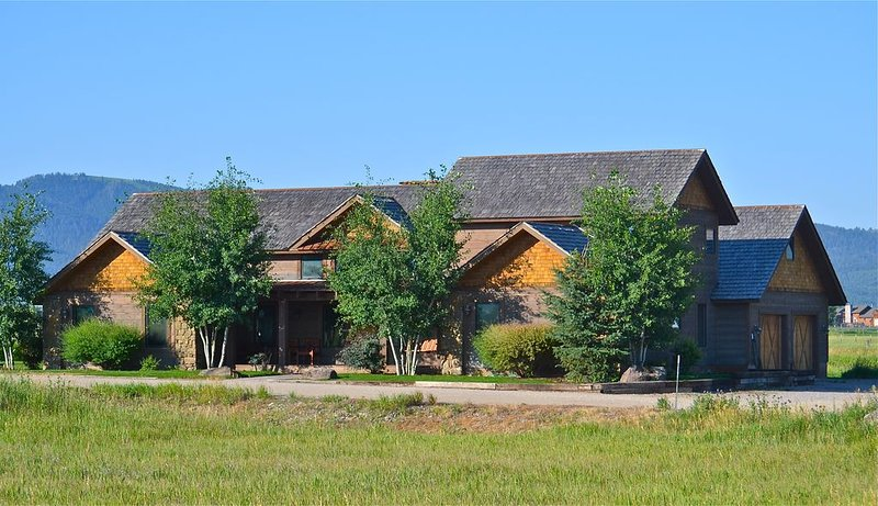Large Western Home,Beautiful Summer/Winter  Settings ,Near Jackson Hole, aluguéis de temporada em Victor