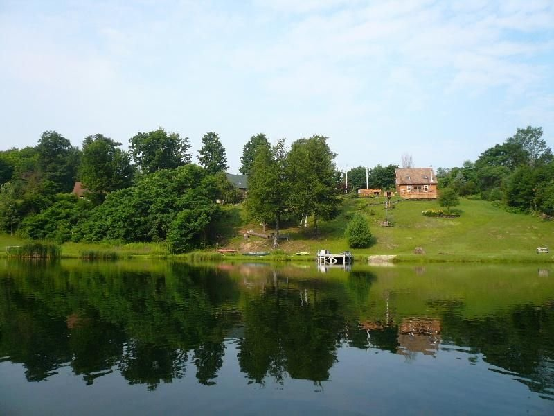 Beautiful Lakefront Home, Great for a Peaceful Getaway..., location de vacances à Comstock