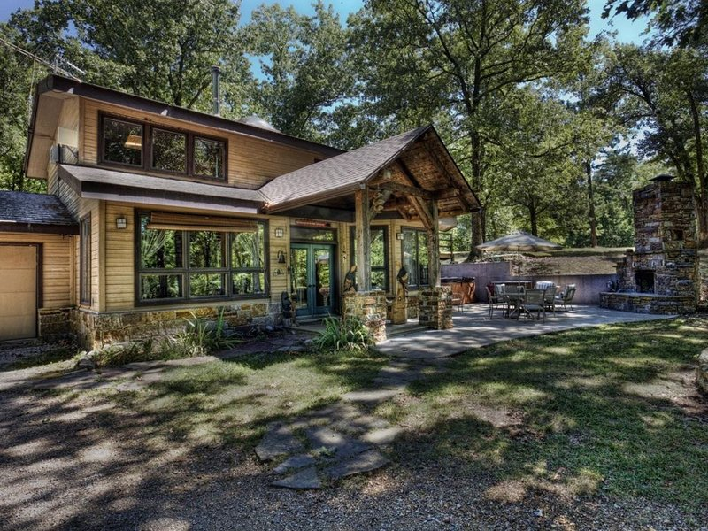 Wits End Cabin On 65 Gated Acres, Amazing Outdoor Fireplace & Hot Tub, location de vacances à Huntsville