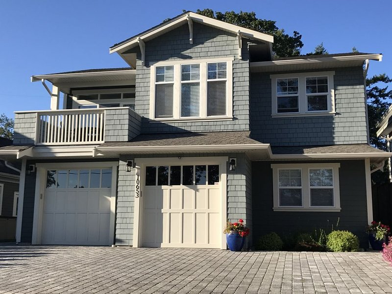 Tranquility just steps from one of the most picturesque Vancouver Island beaches, holiday rental in North Saanich