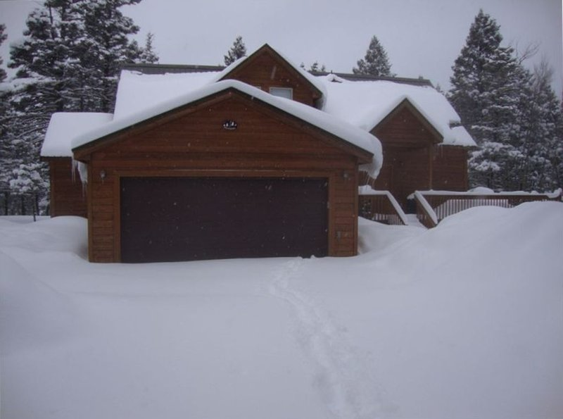 Ski-in, Ski-Out 3 Bedroom, 2 1/2 Bath Home - Sleeps 6-8, holiday rental in Angel Fire
