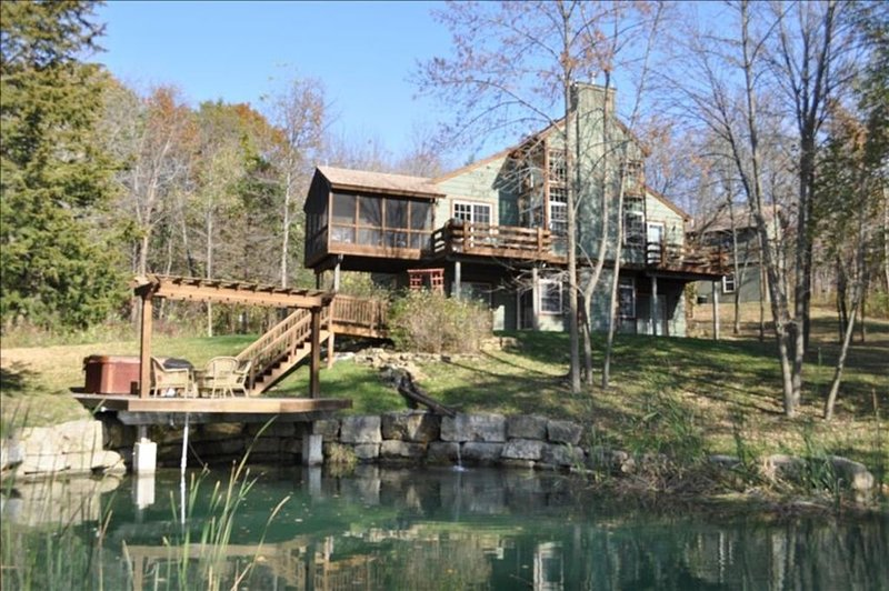 Secluded Wooded Retreat 6- BR, W/Pond, Hot Tub, Sleeps 12+!!, holiday rental in Apple River