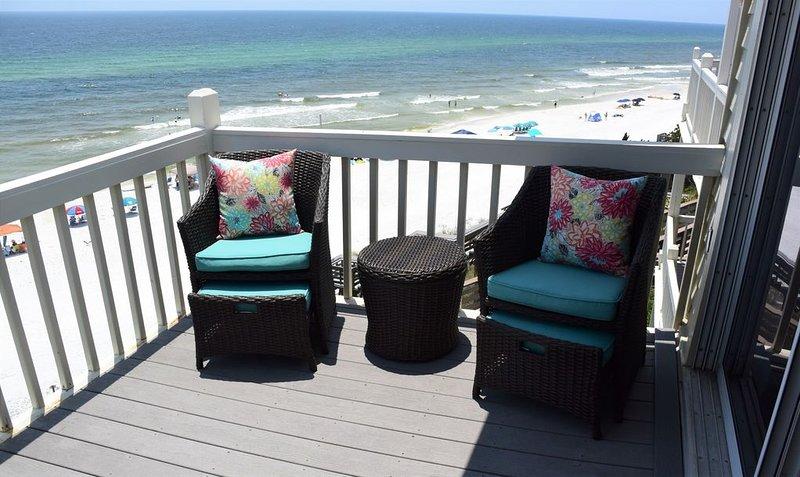 NEWLY RENOVATED!! Beachfront 2 Bed/2 Bath., casa vacanza a Alys Beach
