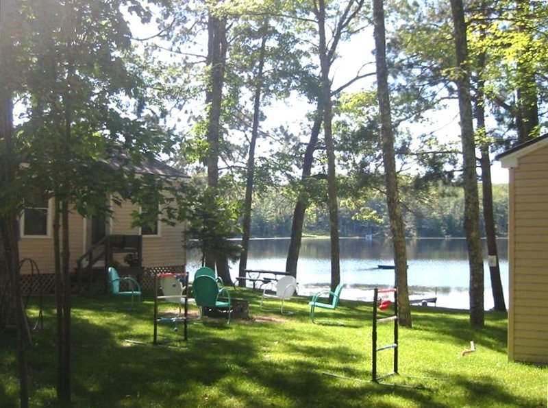 Hurley's Hideaway Resort: Loon Lagoon Cabin, location de vacances à Hazelhurst