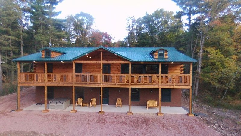 Brand New Lake Front Log Cabin Home With 7 Beds, 4 Baths. Huge Deck On Lakeside!