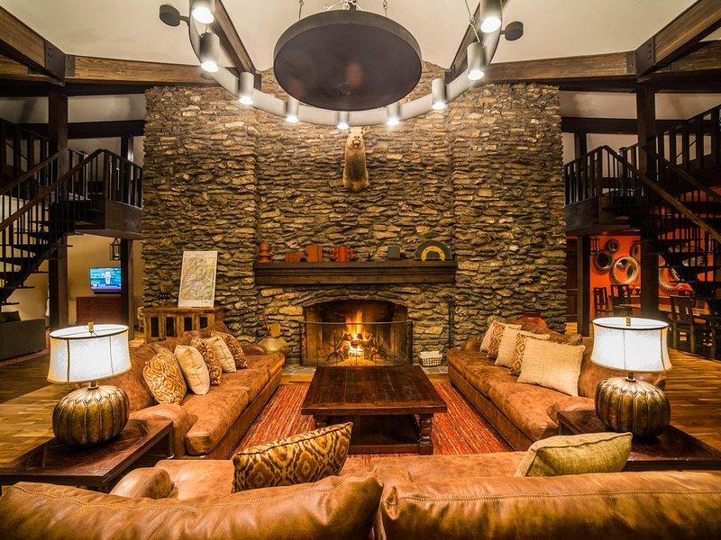 5,200 acre Estate on Kings River with Lodge that sleeps 20., location de vacances à Huntsville