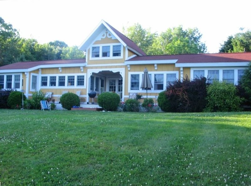 Beautiful, Private Oceanfront Cottage on Penobscot Bay, holiday rental in Searsport