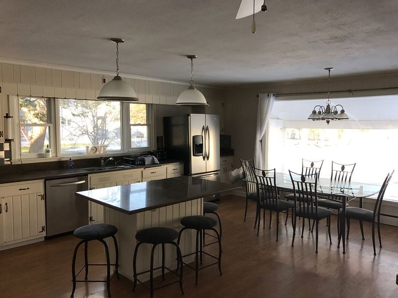 Beautiful,  allergy free (no pets), year round home at the foot of Owasco Lake, location de vacances à Cayuga