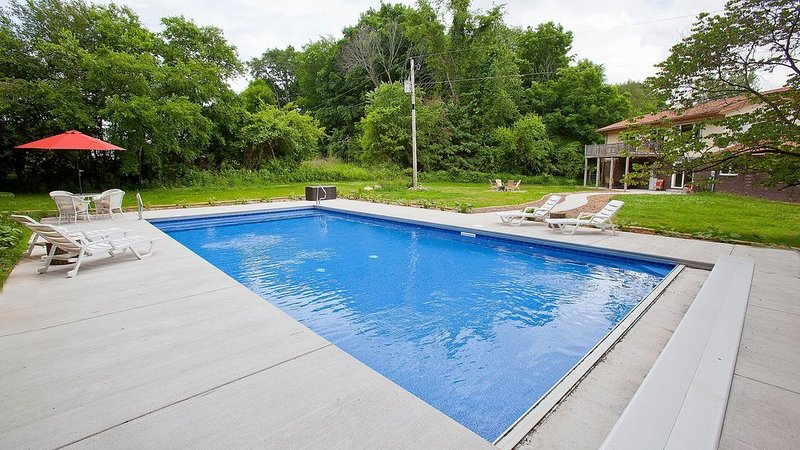 Sleeps 12, Private Pool, Secluded, Yet 6 Min. From 3 Oaks And 15 To New Buffalo, location de vacances à Berrien County