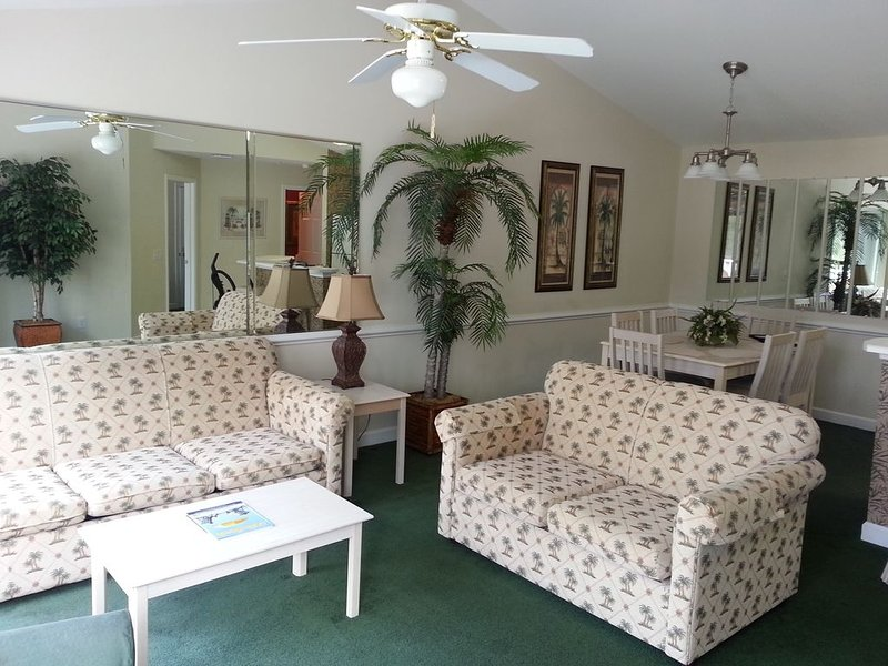 Your best vacation ever in this beautiful condo overlooking golf course, vacation rental in Calabash