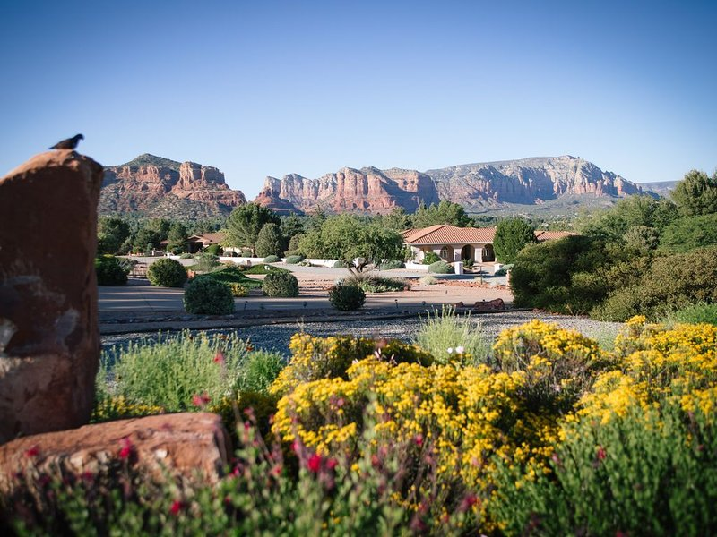NEW! SERENE 2 BEDROOM APT. SURROUNDED BY FOREST, GOLF COURSE & RED ROCK VIEWS!, vacation rental in Rimrock