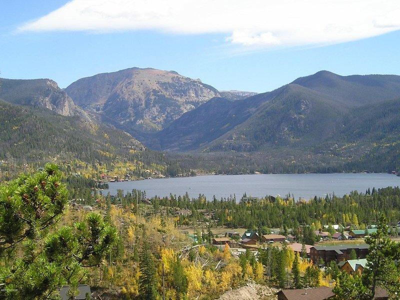 Amazing Views of Grand Lake - Beautiful Renovated 2 bedroom Condo!, holiday rental in Grand Lake