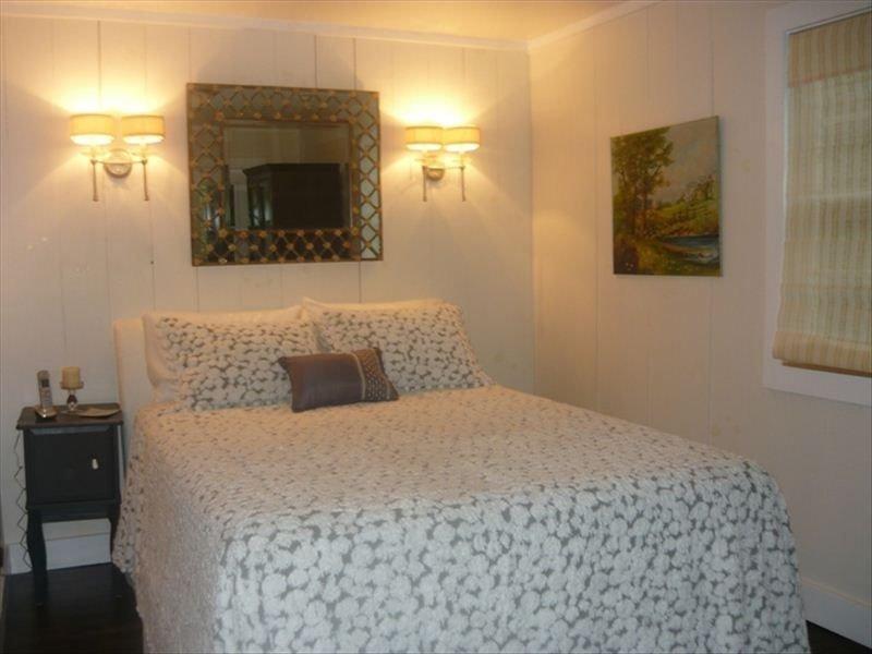 Foxdale Lower Queen Bedroom