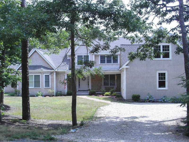 Air conditioned East Orleans large family home - Great for 2 families!, alquiler de vacaciones en Orleans