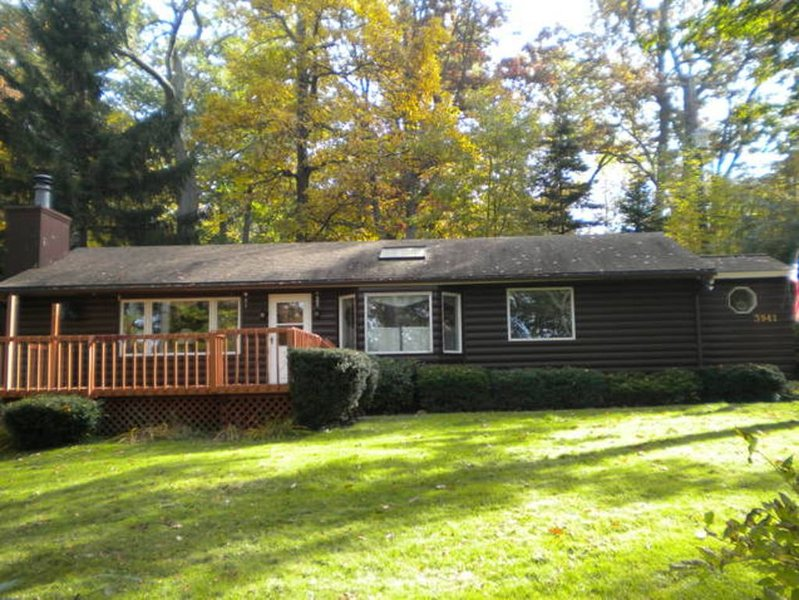Year Round Lakeside Rental! Near Letchworth State Park Finger Lakes!, holiday rental in Varysburg