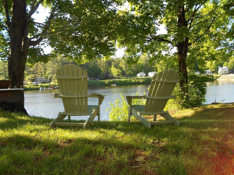 Profitez de votre café du matin assis dans votre chaise Adirondack