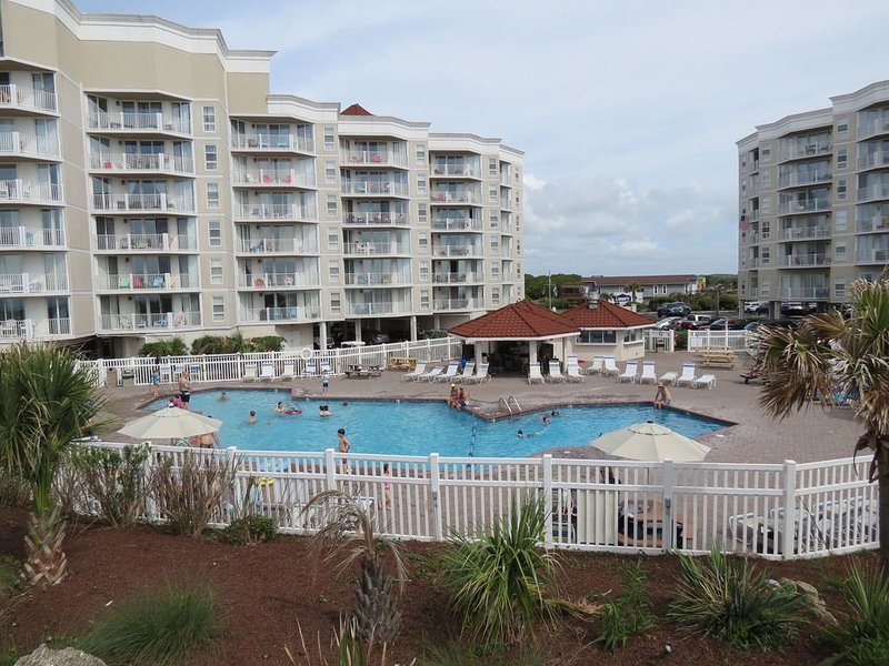 Newly renovated condo on 6th floor St. Regis Resort/High Speed Internet, holiday rental in North Topsail Beach