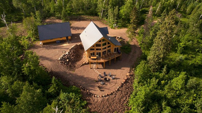 New Log Home on 10 acres with Unreal Views of Lake Superior, holiday rental in Schroeder