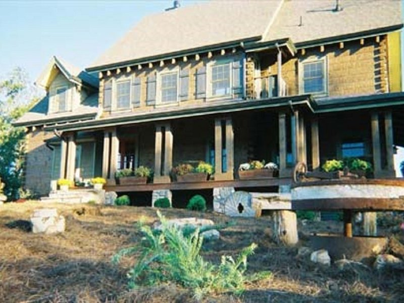 Beautiful Private Log Home Estate on Over 200 Acres, holiday rental in Armuchee