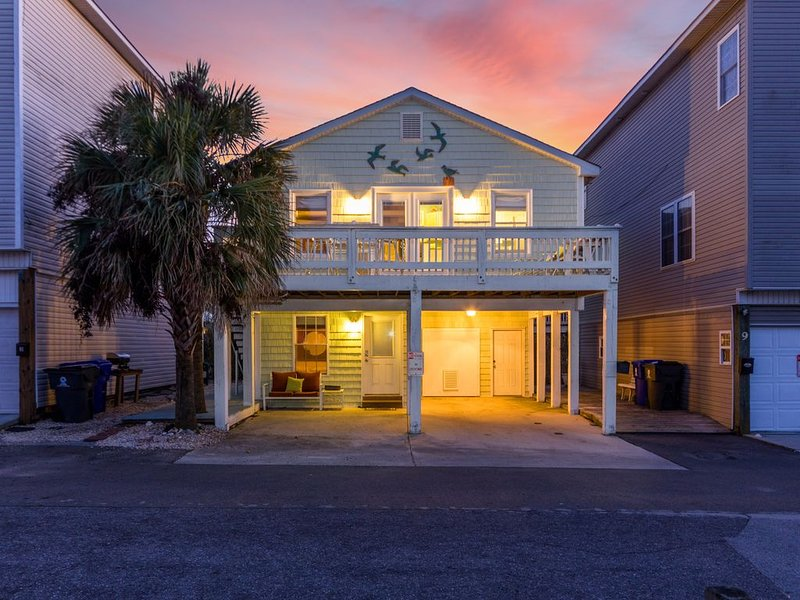 Beach Home sleeps up to 8, ocean and intercoastal views, vacation rental in Carolina Beach