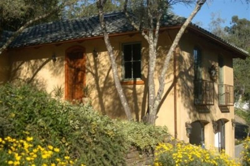 ST. HELENA ROMANTIC TUSCAN VILLA, holiday rental in Pope Valley