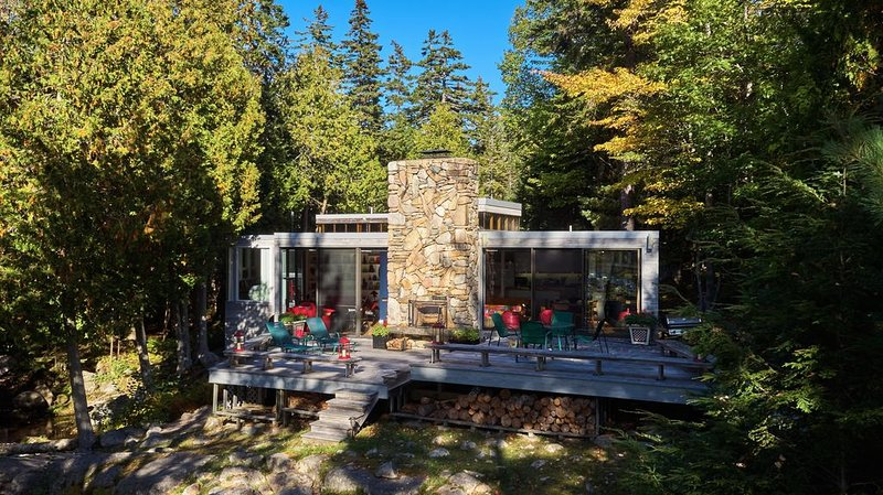 Stunning Modern Luxury Waterfront with its Own Brook/Waterfall, holiday rental in Acadia National Park
