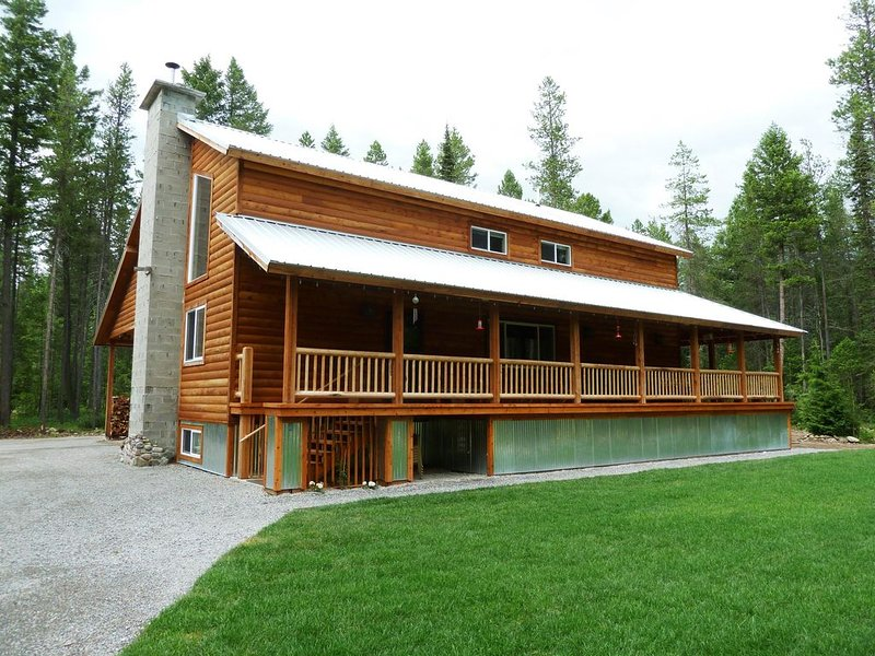 King's Cabin, just 2 miles from Park entrance!, aluguéis de temporada em West Glacier