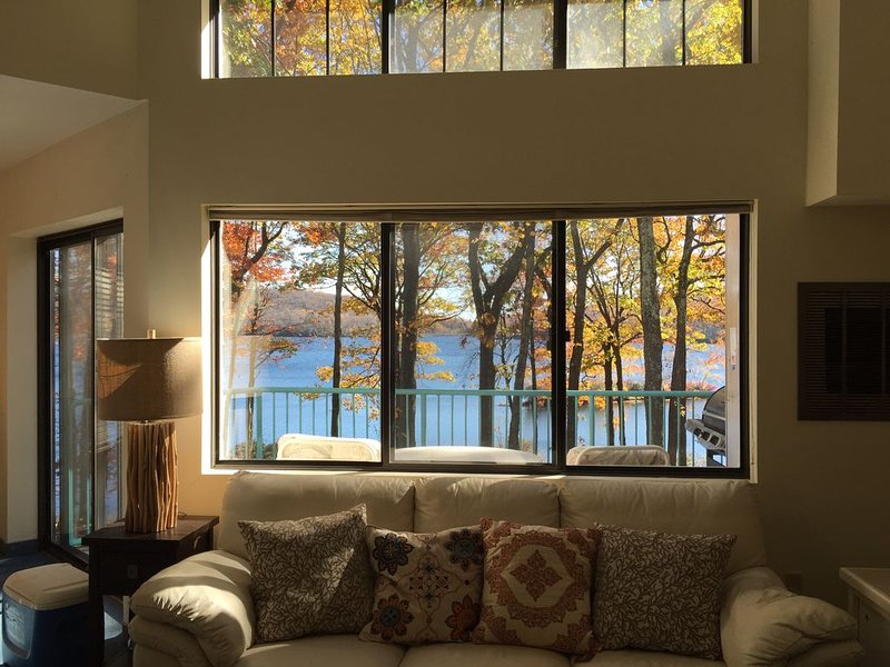 Penthouse Condo - Lakefront....located at entrance to Big Boulder ski slope, vacation rental in Pocono Mountains Region
