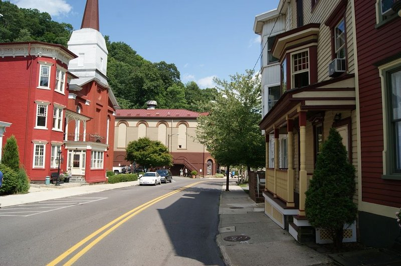 Historic Home with Modern Amenities in the Heart of Jim Thorpe, holiday rental in Palmerton