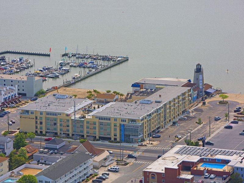 Luxury Condo 1 block from the Beach!!  Great Location with Marina & Bay Views. – semesterbostad i Dewey Beach