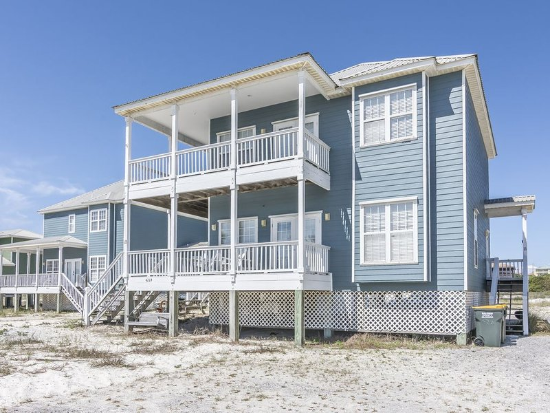 Great Beach House with lots of porches., holiday rental in Fort Morgan